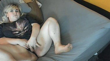 Teen gamer girl fucks herself in bed, Bonus feet!