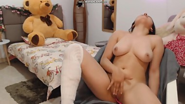Big busted teen makes herself cum on cam