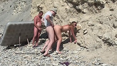 Real amateurs, Group sex outdoors