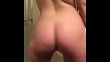 White Girl Plays with herself In the ass