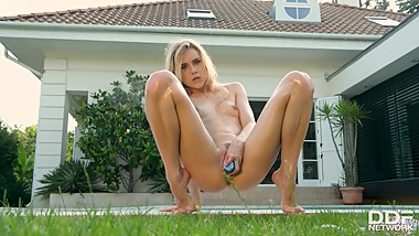Alecia Fox - Blonde's XXX Solo Summer