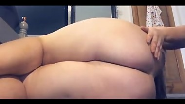 chubby slut play with toys