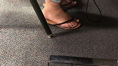 Candid teen white toes and dirty feet caught in computer lab.