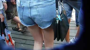 BootyCruise: Wharf Cam 2019-13: Cheeky Tourists On Parade