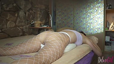BIG BOOTY IN SEXY STOCKINGS RUBS HER PUSSY OF PILLOW AND CUMS VIOLENTLY