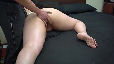 Sensual massage to big ass girl ends in creampie