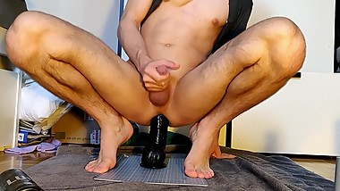 A huge black Dildo in his Butt - Mister Cate